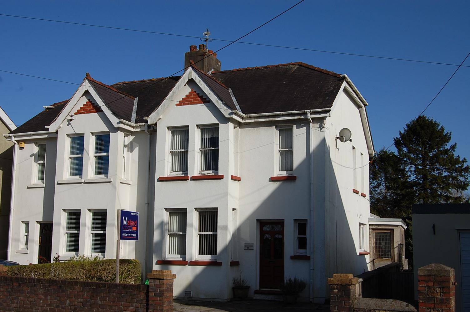 10 Blaenau Road, Llandybie, Ammanford